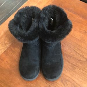 So brand fur boots like new! ISize 7.5